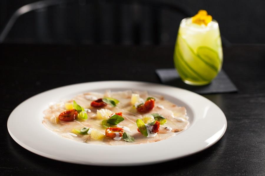 קלאש של מטבחים וטעמים. קרפצ'יו דם ים תיכוני מהמסעדה החדשה של השף חיים טיבי